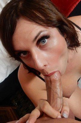 Cherry Mavrick Lusty TS Babe Has Fun Sucking The Cock (23 February 2018)